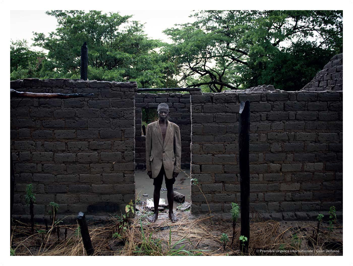 Village proche de Luela – Après six mois d'absence, Kiungu Mukumi vient de rentrer chez lui.